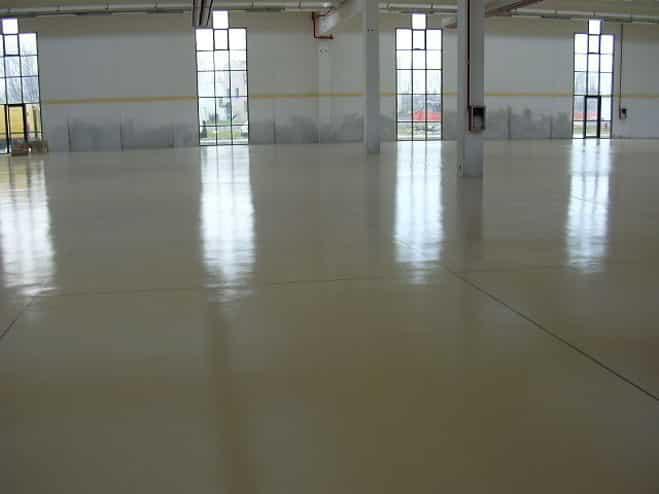 Pavimenti Industriali In Resina Epossidica : Pulizia e lavaggio pavimenti industriali lecce e provincia